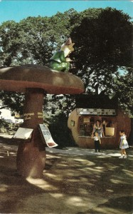 Childrens_Fairyland_Oakland_CA_postcard