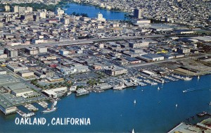 View_of_Downtown_Oakland_and_Lake_Merritt_on_the_Estuary_California_C23406